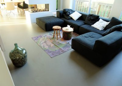 betonlook-gietvloer-woonhuis-zeeland