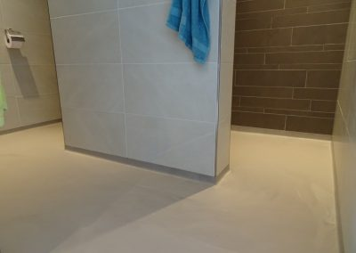 PU gietvloer met plint in sanitaire ruimte. Woonhuis Nijmegen